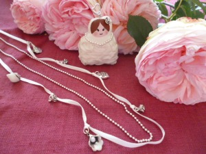 LA MARIEE MERINGUE COLLIER